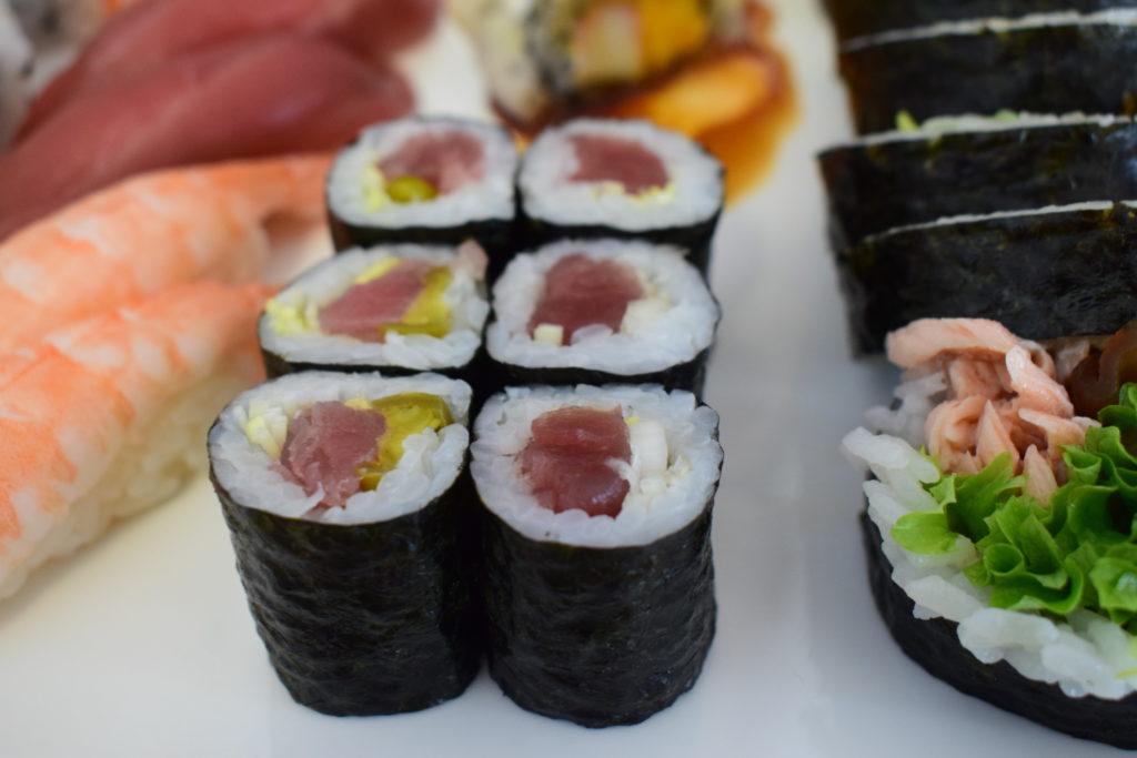 maki sushi małe z tuńczykiem