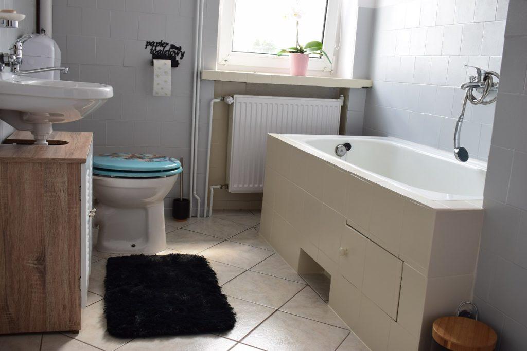 renowacja łazienki malowanie płytek