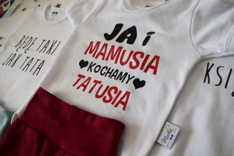 body niemowlęce z napisami
